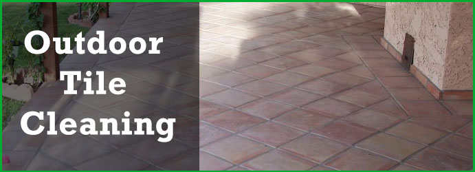 Outdoor Tile Cleaning in Helensvale Town Centre